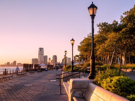 Sunset at Battery Park in New York City Standard-Bild