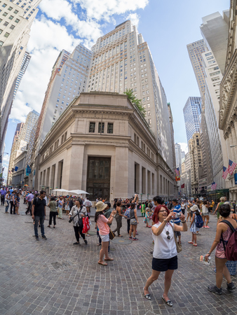 manhattans: Tourists in Wall Street at Manhattans Financial District in New York City