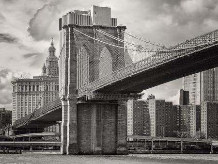 black history: The Brooklyn Bridge and the lower Manhattan skyline in New York City Stock Photo