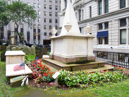 alexander hamilton: La tomba di Alessandro Hamilton al Trinity Church Cemetery a New York City Editoriali