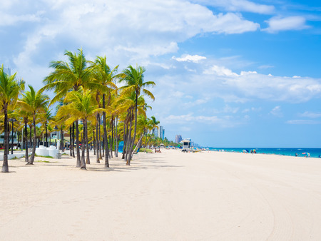 The beach at Fort Lauderdale in Florida on a beautiful sumer day Stok Fotoğraf - 49673523