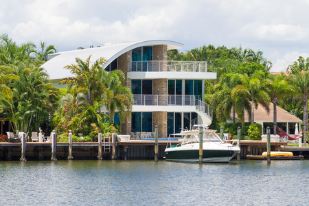 luxurious: Yacht and luxurious waterfront home at Fort Lauderdale in Florida