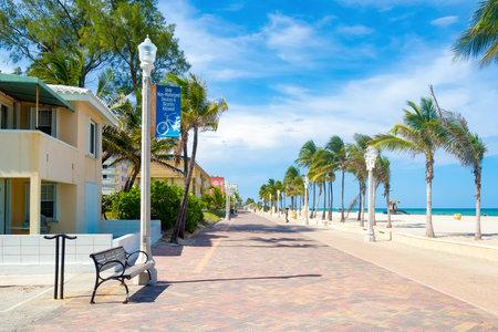 플로리다의 유명한 할리우드 비치 산책로 에디토리얼