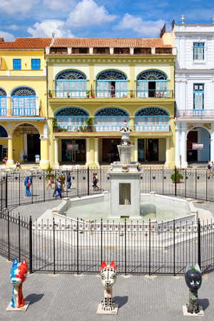 vieja: Colorful colonial architecture at Plaza Vieja in Old Havana