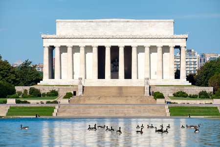 lincoln memorial: The Lincoln Memorial in Washington D.C. on a beautiful summer day