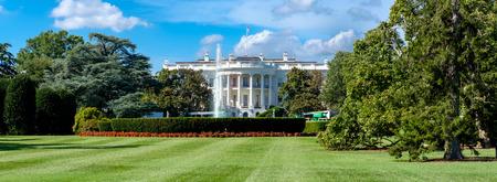 Vista panorámica de la Casa Blanca y el césped del sur en Washington DC