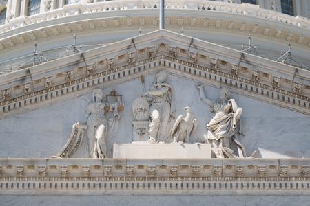 friso: Friso del Capitolio de Estados Unidos en Washngton DC con la estatua en conmemoración de la Independencia de EE.UU.