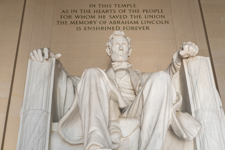 lincoln memorial: Statue of Abraham Lincoln at the Lincoln Memorial in Washington D.C.