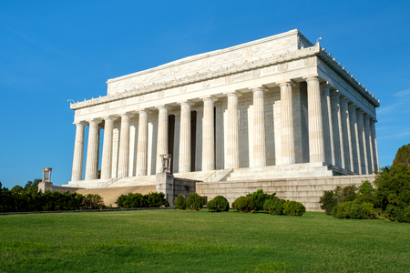 lincoln memorial: The Lincoln Memorial in Washington DC on a clear sumer day