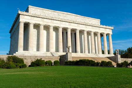 lincoln memorial: The Lincoln Memorial in Washington D.C. on a sunny summer day
