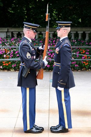 military cemetery: Changing of the guard at the Tomb of the Unknown Soldier at Arlington National Cemetery Editorial