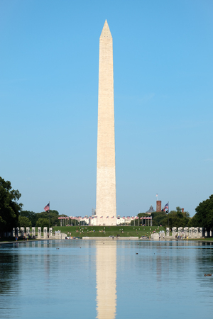 washington monument: The Washington Monument and the reflecting pool in Washington D.C.