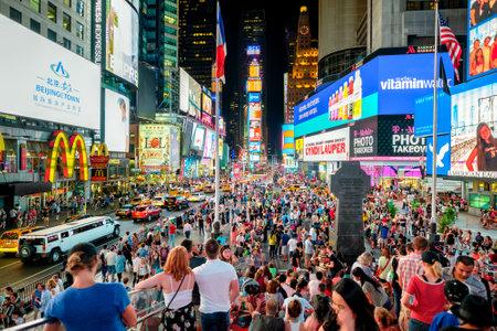 ニューヨーク市の夜のタイムズスクエア