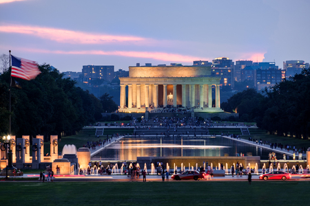 lincoln memorial: Sunset at the National Mall in Washington D.C. with a view of the Lincoln Memorial and the Reflecting Pool Stock Photo