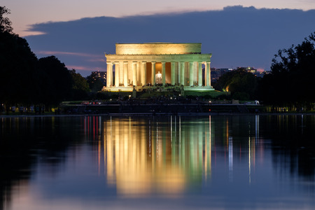 lincoln: The Lincoln Memorial and the Reflecting Pool in Washington D.C. illuminated at sunset Stock Photo