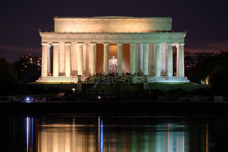 lincoln memorial: The Lincoln Memorial and the Reflecting Pool in Washington D.C. illuminated at night Stock Photo