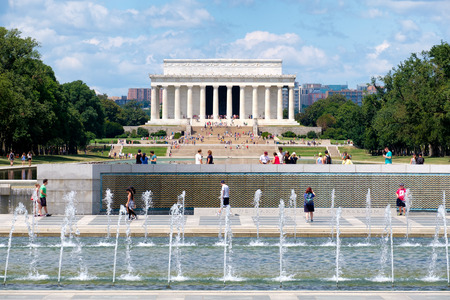 abraham: Tourists at the National Mall in Washington D.C. with a view of the Lincoln Memorial and the World War Two Memorial