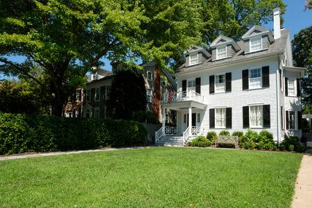 hogar típico victoriano en el barrio de Georgetown en Washington DC