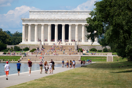 lincoln memorial: Tourists at the Lincoln Memorial in Washington D.C. Editorial
