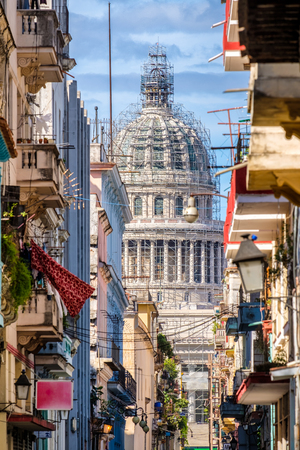 capitolio: Colorful neighborhood in Old Havana with typical colonial buildings and a view of the Capitol on a beautiful summer day