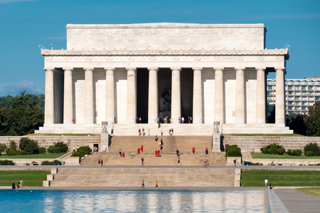 lincoln memorial: The Lincoln Memorial on a clear summer day in Washington D.C.