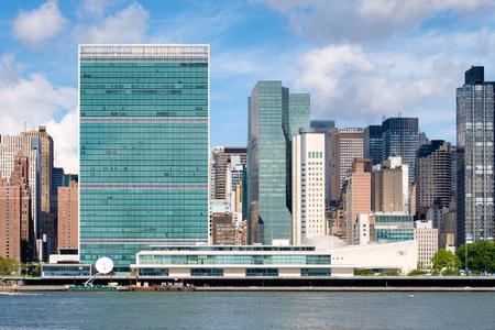naciones unidas: El horizonte de Manhattan Midtown incluyendo la sede de las Naciones Unidas y varios otros rascacielos