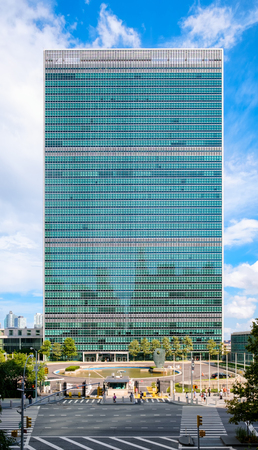 naciones unidas: The United Nations headquarters building in New York City