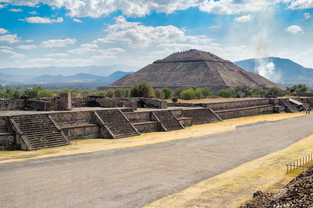 archaeological sites: The Pyramid of the Sun and the Avenue of the Dead at Teotihuacan, a major archaelogical site near Mexico City
