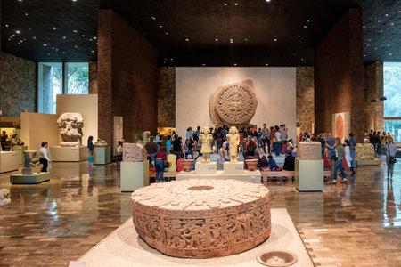 멕시코 시티의 인류학 국립 박물관에있는 아즈텍 달력 또는 태양의 돌