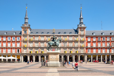 Plaza Mayor, a historic square in Madrid with the statue of king Philip III Redactioneel