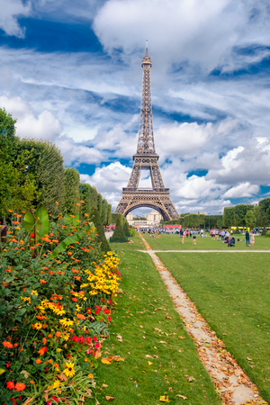 The Eiffel Tower and the Champ de Mars garden in Paris on a summer day Redactioneel