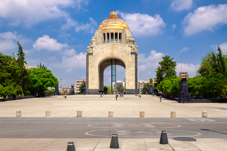 The Monument to the Revolution in Mexico City on a beautiful summer day Редакционное