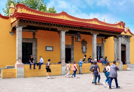 The colonial Town Hall at Coyoacan in Mexico City, known as the house of Hernan Cortes Foto de archivo - 106400498