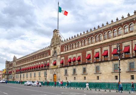 El Palacio Nacional junto a la Plaza Zócalo de la Ciudad de México.