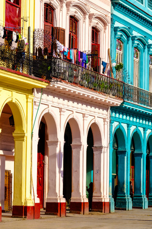 Colorful colonial buildings in Old Havana Foto de archivo