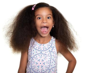 Adrian amerikanisches kleines Mädchen fehlt ein paar Zähne - isoliert auf weiß