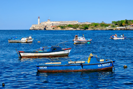 The bay of Havana with small fishing boats on a beautiful summer day Редакционное