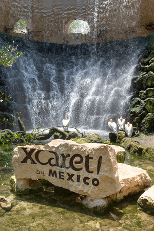 XCARET,MEXICO - APRIL 16,2019 : Sign and waterfalls on the XCaret park on the Mayan Riviera Banque d'images - 122152323