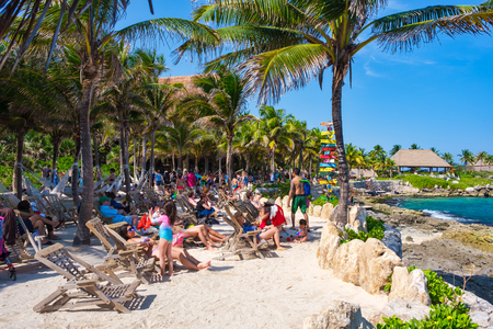 XCARET,MEXICO - APRIL 16,2019 : People relaxing at the beach on the XCaret park on a beautiful sunny day Banque d'images - 122152337