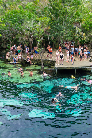 QUINTANA ROO, MEXICO - APRIL 15,2019 : Locals and tourists enjoying an open air cenote at the Yucatan jungle in Mexico Banque d'images - 122152884