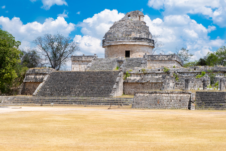 Astronomical observatory at the ancient mayan city of Chichen Itza in Mexico Banque d'images - 123326317