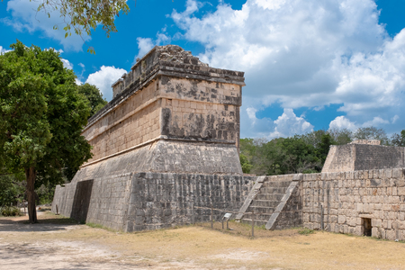 The ancient ball game arena at the ancient mayan city of Chichen Itza in Mexico Banque d'images - 123326494
