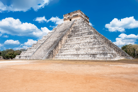 The Temple of Kukulkan, an iconic building at the ancient mayan city of Chichen Itza Banque d'images - 123326742