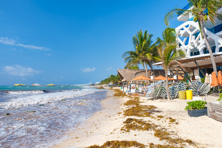 The beach at Playa del Carmen on the Mayan Riviera on a sunny summer day Banque d'images - 123342175