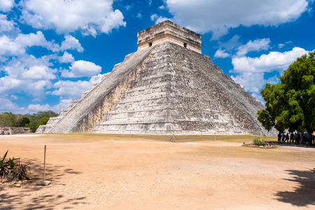 The Temple of Kukulkan, an iconic building at the ancient mayan city of Chichen Itza Banque d'images - 123326800