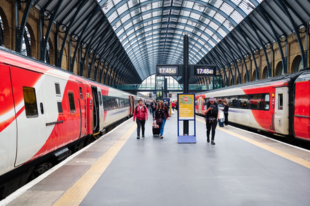 Trains at the platform at King's Cross station in London Редакционное