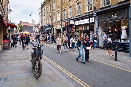Londres, Reino Unido-julio 28,2019: el popular mercado callejero de Brick Lane en East London