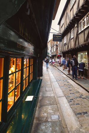 YORK, UNITED KINGDOM - AUGUST 10,2019 : The old medieval street known as The Shambles, one of the main touristic attractions in the english city of York Banco de Imagens