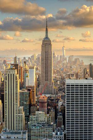 Aerial view of New York City at sunset Standard-Bild