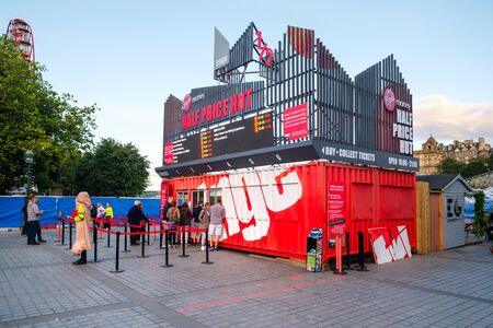 EDINBURGH,SCOTLAND - AUGUST 15,2019 : Booth selling tickets for The Fringe, the largest art festival in the world Standard-Bild